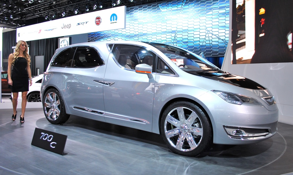 2012 Detroit: Chrysler 700C Concept