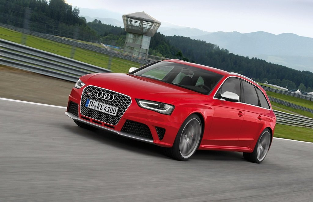 2013 Audi RS4 Avant Front 3/4 Left In Motion