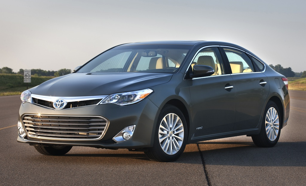 2013 Toyota Avalon Hybrid Front 7/8 View