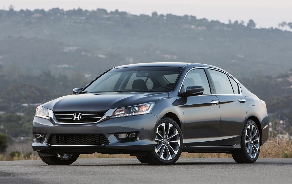 2013 Honda Accord Sedan Front 7/8 Angle