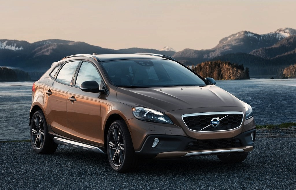 2013 Volvo V40 Cross Country Front 3/4 View