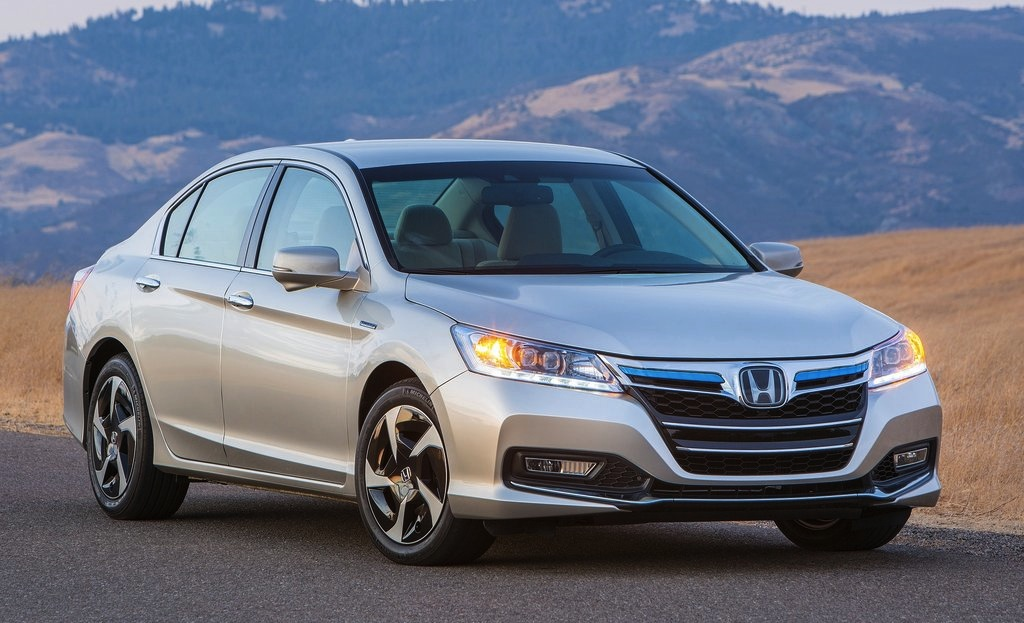 2014 Honda Accord Plug-in Hybrid Front 3/4 View