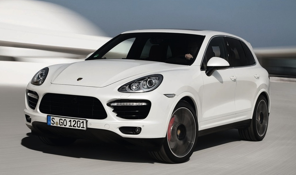 2013 Porsche Cayenne Turbo S Front 3/4 Action View