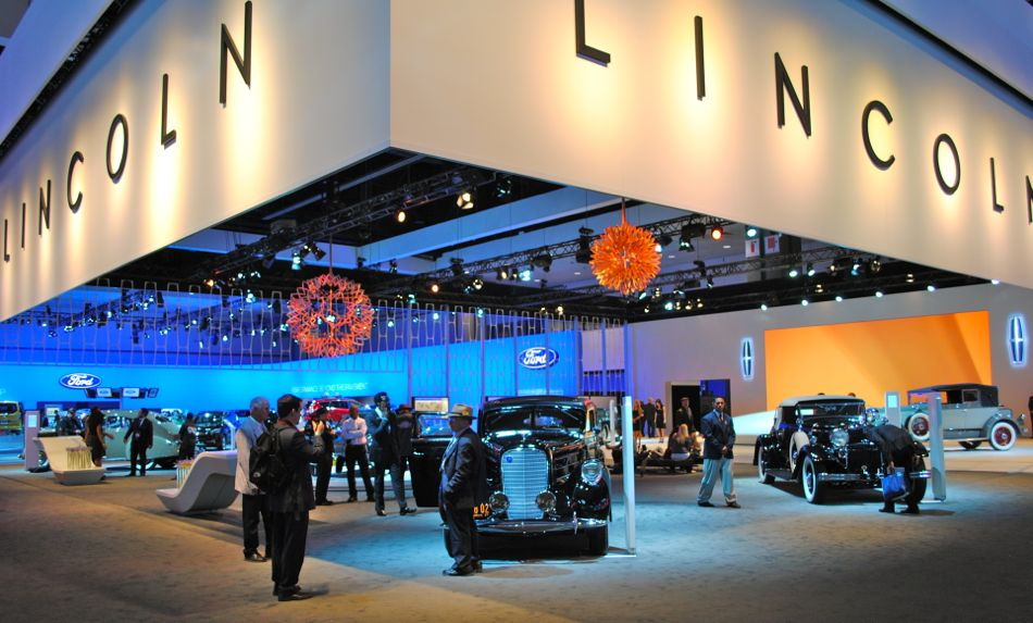 2012 LA Lincoln Display 01