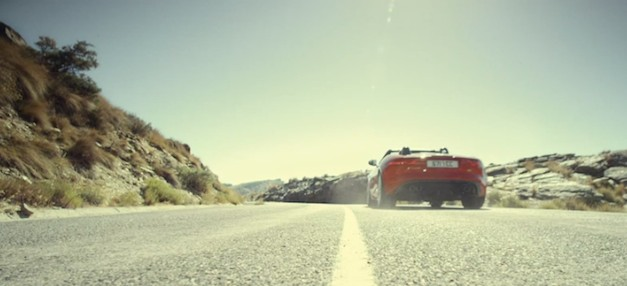Here the roar of the Jaguar F-Type V6 vs. V8 models