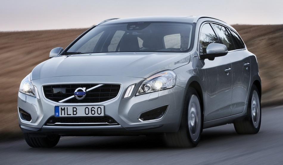 2013 Volvo V60 Diesel Plug-In Hybrid Front 3/4 Angle