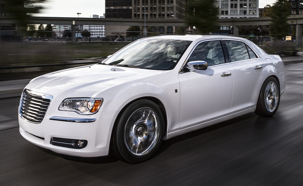 2013 Chrysler 300 Motown Edition Front 7/8 Action View