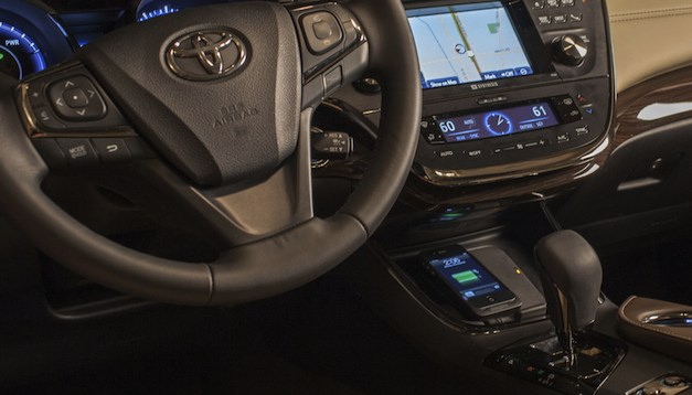 2013 Toyota Avalon Limited Qi wireless
