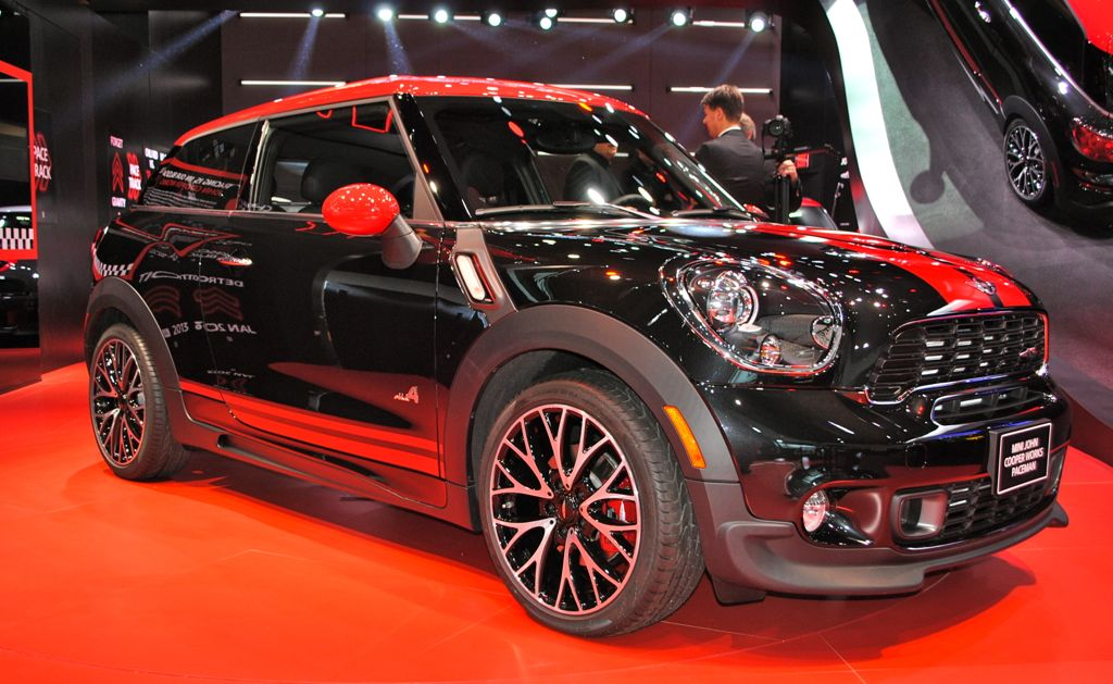 2013 Detroit: 2014 Mini John Cooper Works Paceman Front Angle