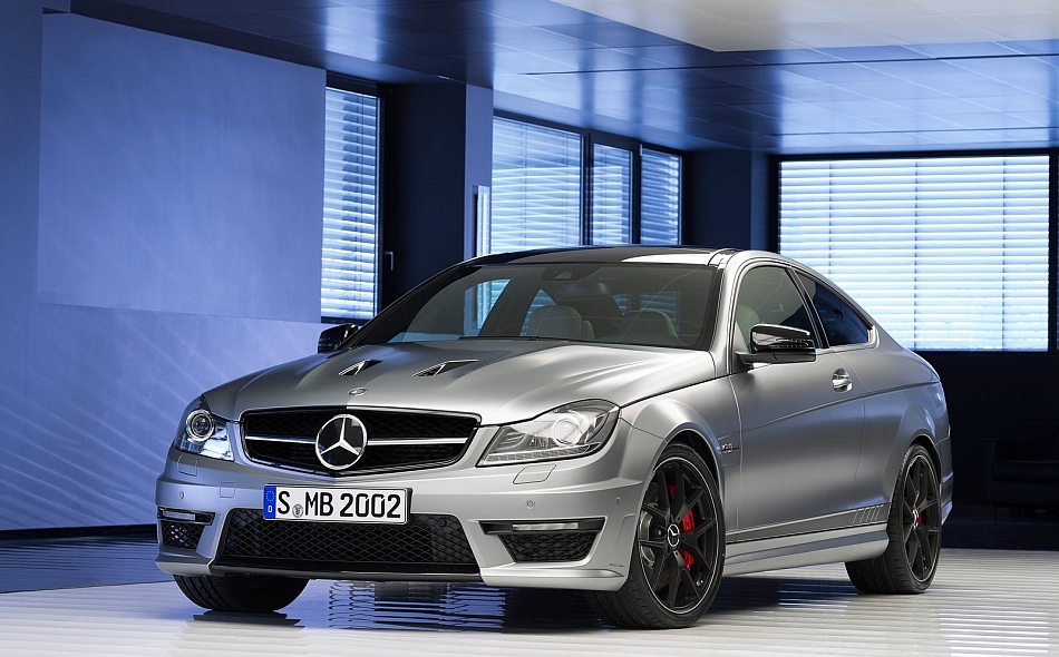 2014 Mercedes-Benz C63 AMG Edition 507 Front 3-4 Left