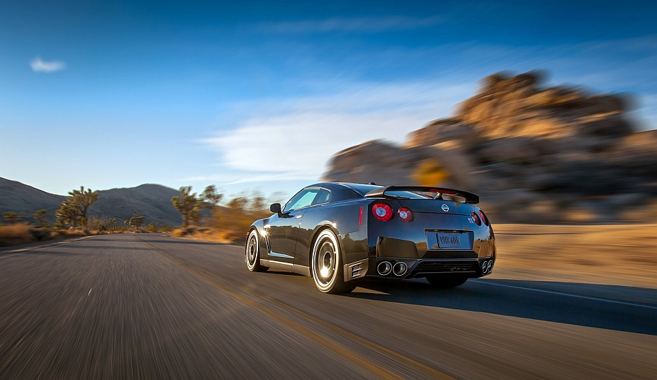 2014 Nissan GT-R Track Edition rear 3-4 Left Cruising