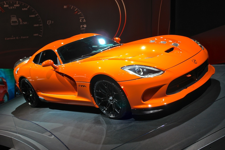 2014 SRT Viper TA NYIAS Front 7-8 Right