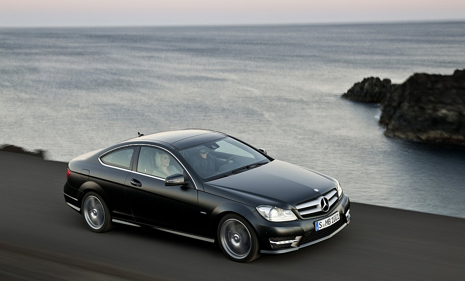 2013 Mercedes-Benz C-Class Coupe Front 7-8 Right Cruising High Angle