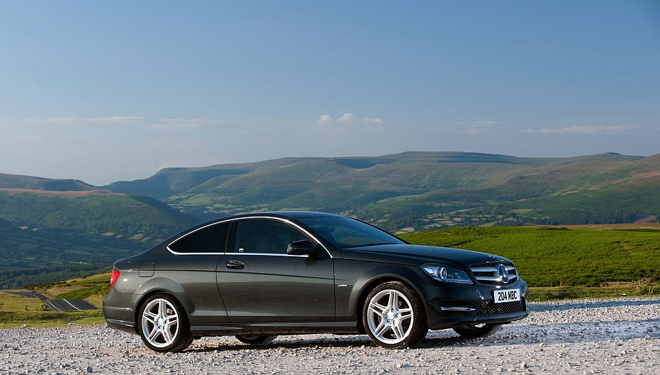 2013 Mercedes-Benz C-Class Coupe Front 7-8 Right