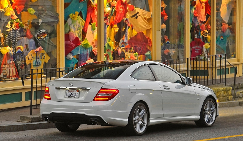 2013 Mercedes-Benz C-Class Coupe Rear 7-8 Right