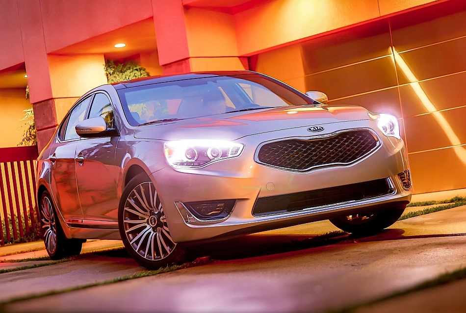 2014 Kia Cadenza Front 3-4 Right
