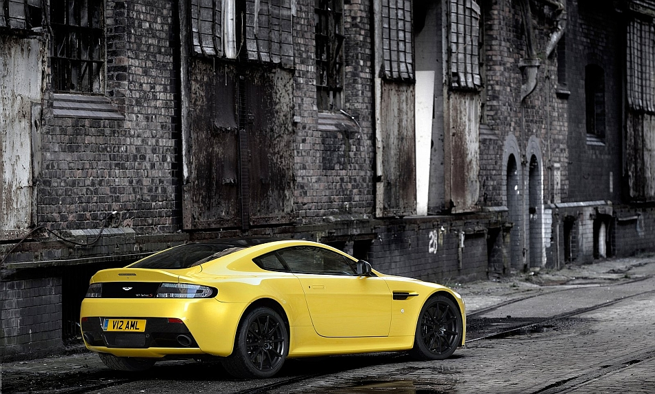 2014 Aston Martin V12 Vantage S Rear 3-4 Right