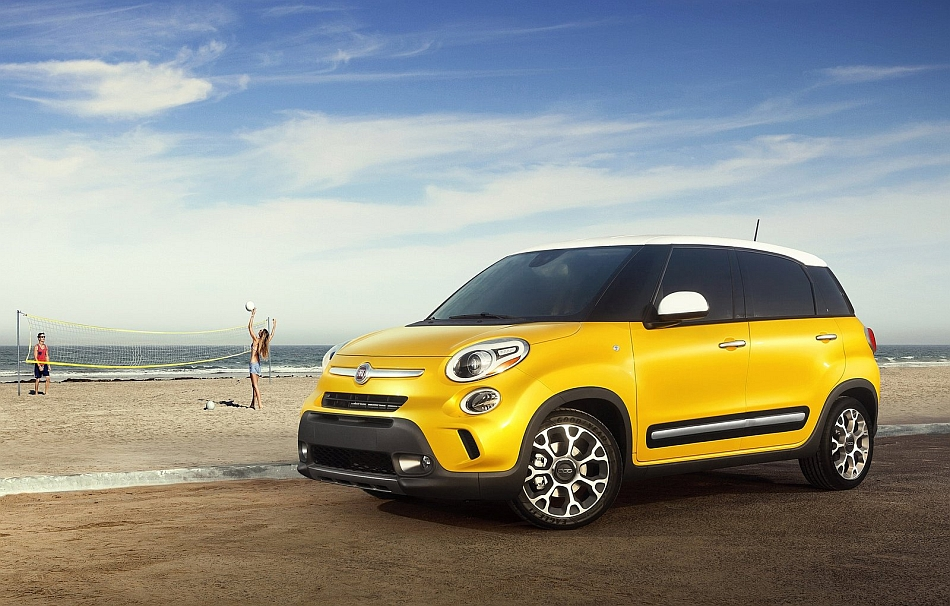 2014 Fiat 500L Front 3-4 Left At The Beach