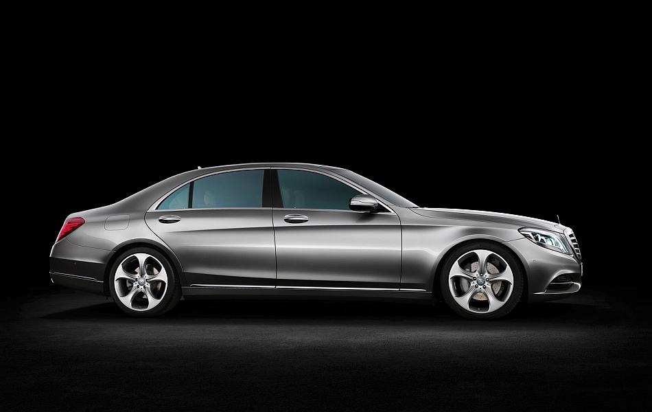 2014 Mercedes-Benz S-Class Right Side Studio