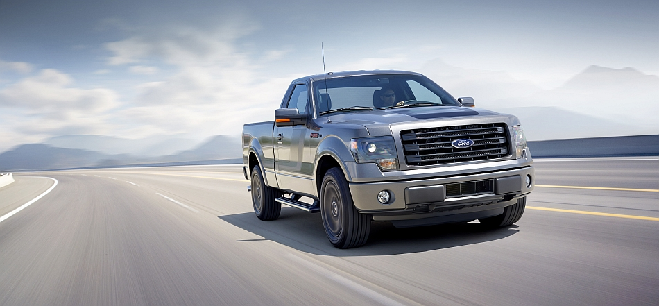 2014 Ford F150 Tremor Front 3-4 Right Cruising