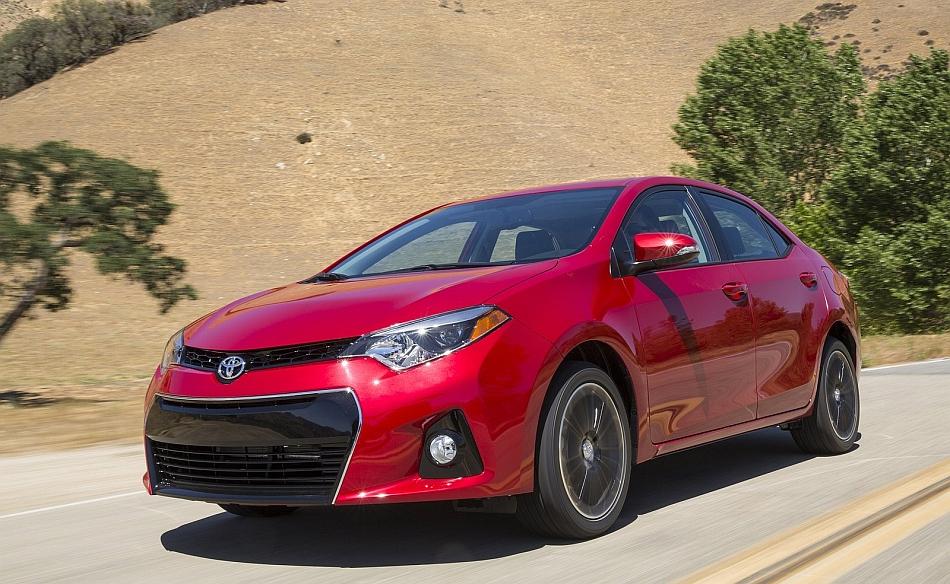 2014 Toyota Corolla Front 3-4 Left Cruising