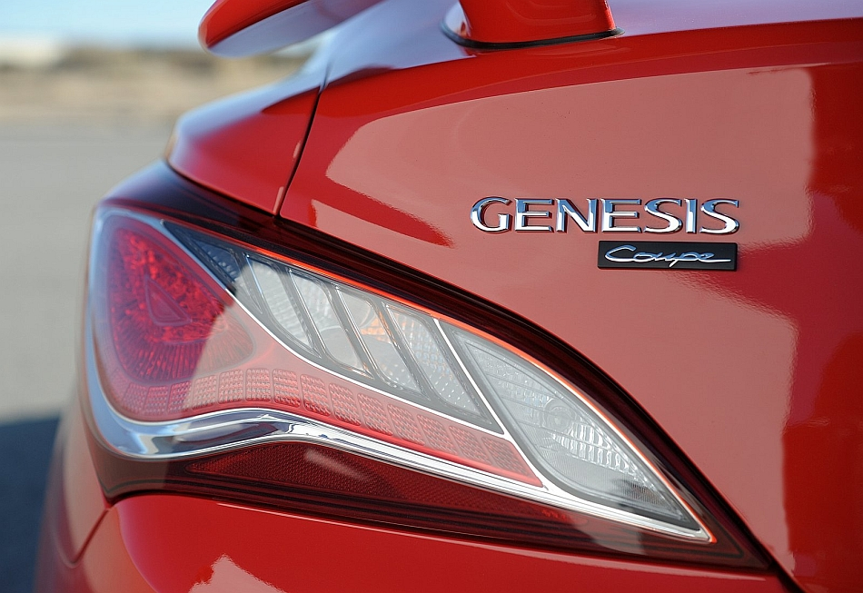 2013 Hyundai Genesis Badge