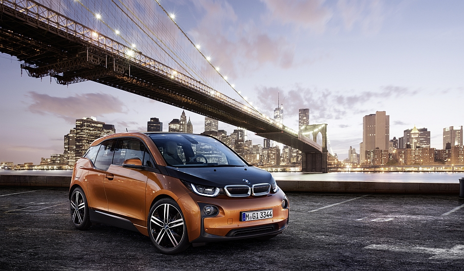 2014 BMW i3 Front 3-4 Right Under Brooklyn Bridge