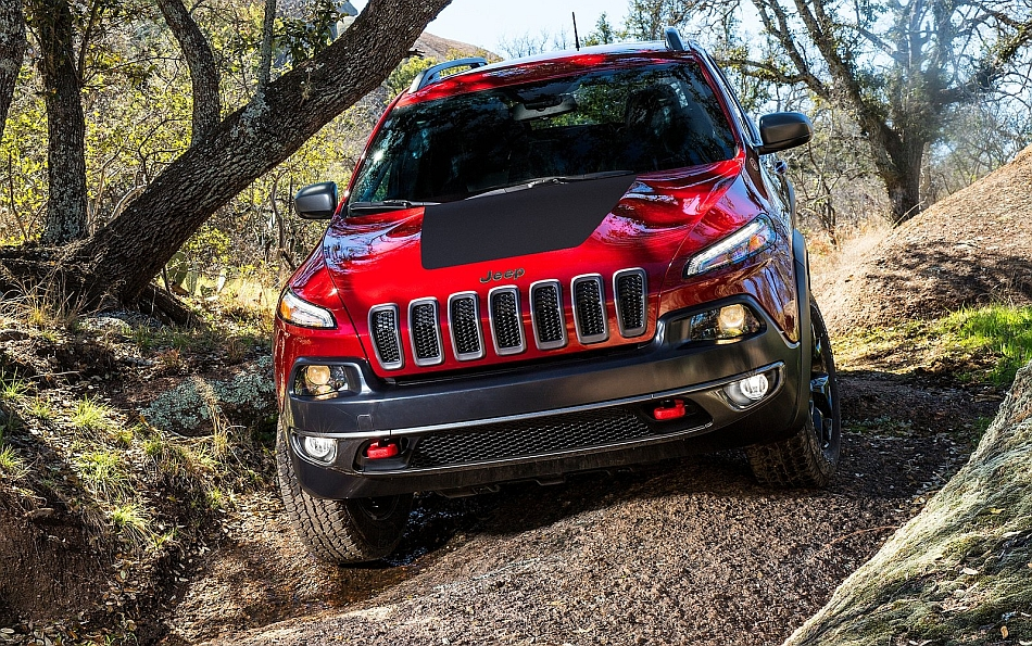 2014 Jeep Cherokee Front Steep Trail Traversing
