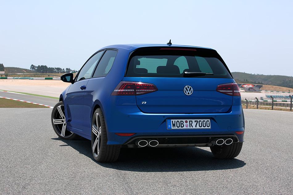 2014 Volkswagen Golf R (1)