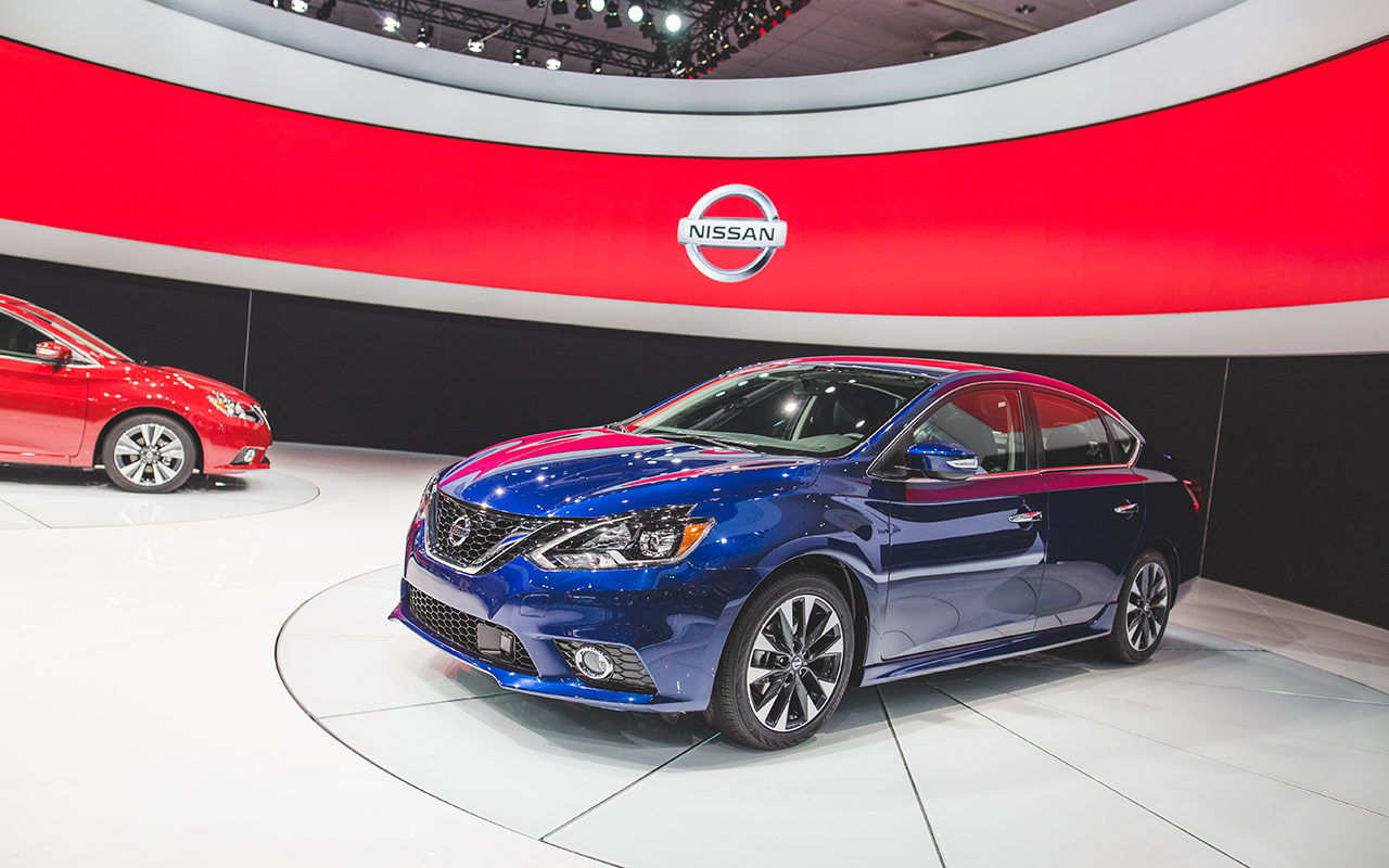 2015 los angeles the 2016 nissan sentra debuts with an altima like face egmcartech. Black Bedroom Furniture Sets. Home Design Ideas