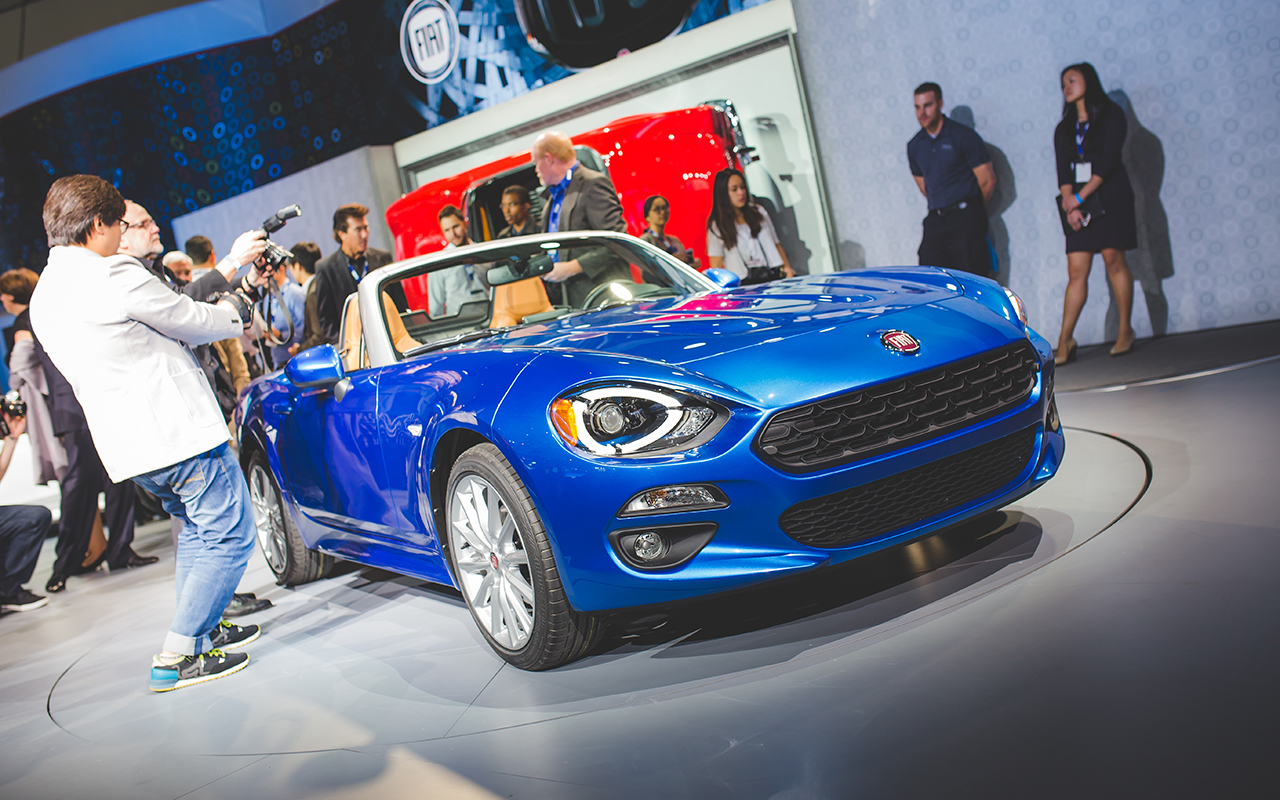 2015 LA - 2017 Fiat 124 Spider on floor
